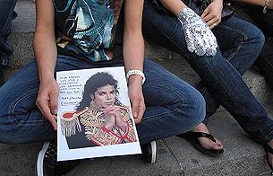 Ver v?deo  'En muchas ciudades de España se recuerda al rey del pop'