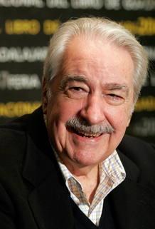 Fotografía de archivo de 2007 del escritor colombiano Álvaro Mutis