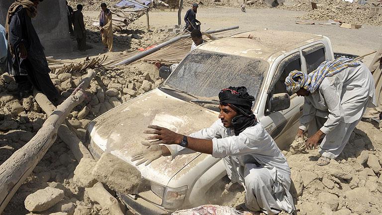 Mueren más de 270 personas en un terremoto en el suroeste de Pakistán