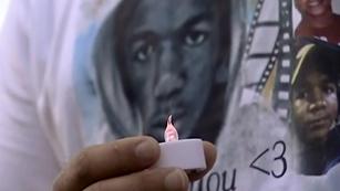 Ver vídeo  'La muerte de un joven negro reabre el debate racial y de posesión de armas en Estados Unidos'