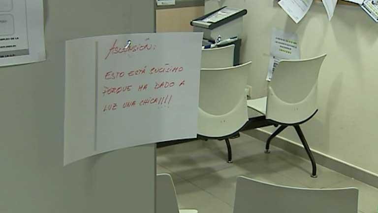 Una mujer da a luz en las oficinas del inem en alcorc n for Numero de la oficina del inem