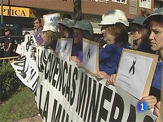 Ver v?deo  'Las mujeres de los mineros piden ayuda a la Reina'