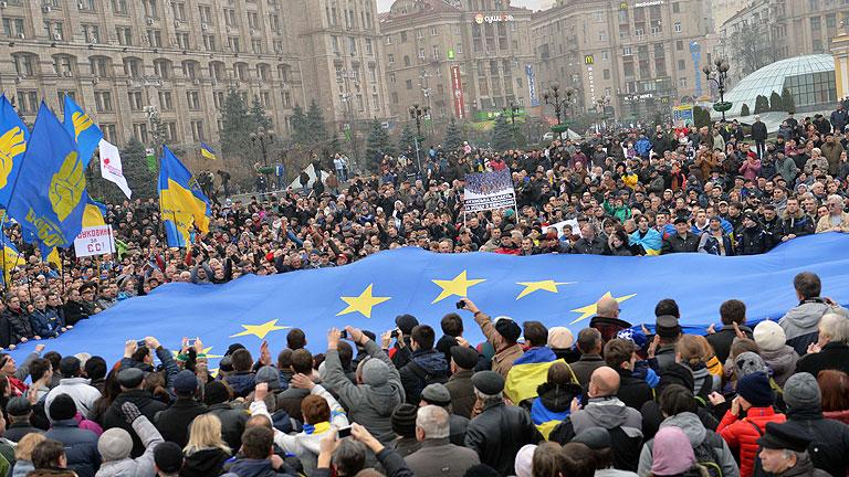 Multitudinaria manifestación en Kiev contra la renuncia al acuerdo con la UE