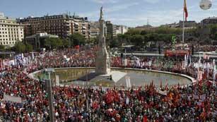 Ver vídeo  'Multitudinaria manifestación en Madrid contra los recortes del Gobierno'
