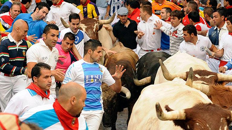 Multitudinario y rápido tercer encierro de San Fermín 2011
