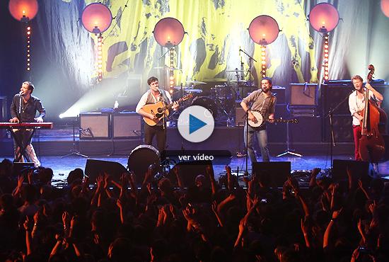 Mumford & Sons conquistaron el iTunes Festival con su folk emotivo y heróico