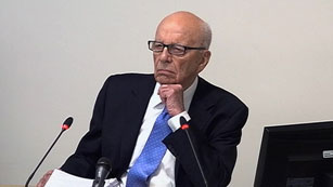 Ver vídeo  'Murdoch declara ante la comisión que investiga la ética de la prensa'