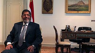 Ver vídeo  'Mursi restituye el Parlamento egipcio disuelto por la cúpula militar'