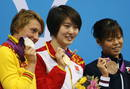 Las nadadoras Jiao Liuyang de China (c), oro, Mirei