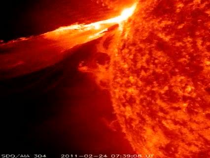 Ver v?deo  'La NASA capta una gigantesca erupción solar'