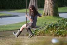 Natasha Calis es Em, la niña poseída por un Dibbuk, un espíritu maléfico de la tradición judía.