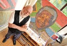 Nelson Mandela dibujado con sellos