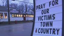 Ir al Video&nbsp;Newtown acoge los primeros funerales