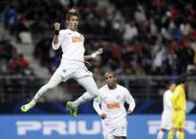 Neymar celebra su gol ante el Kashiwa.