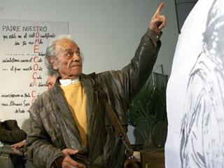 Ver vídeo  'Nicanor Parra recibe el Premio Cervantes'