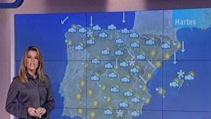 Ver vídeo  'Nieve en cotas muy bajas del norte y este peninsular y Baleares'