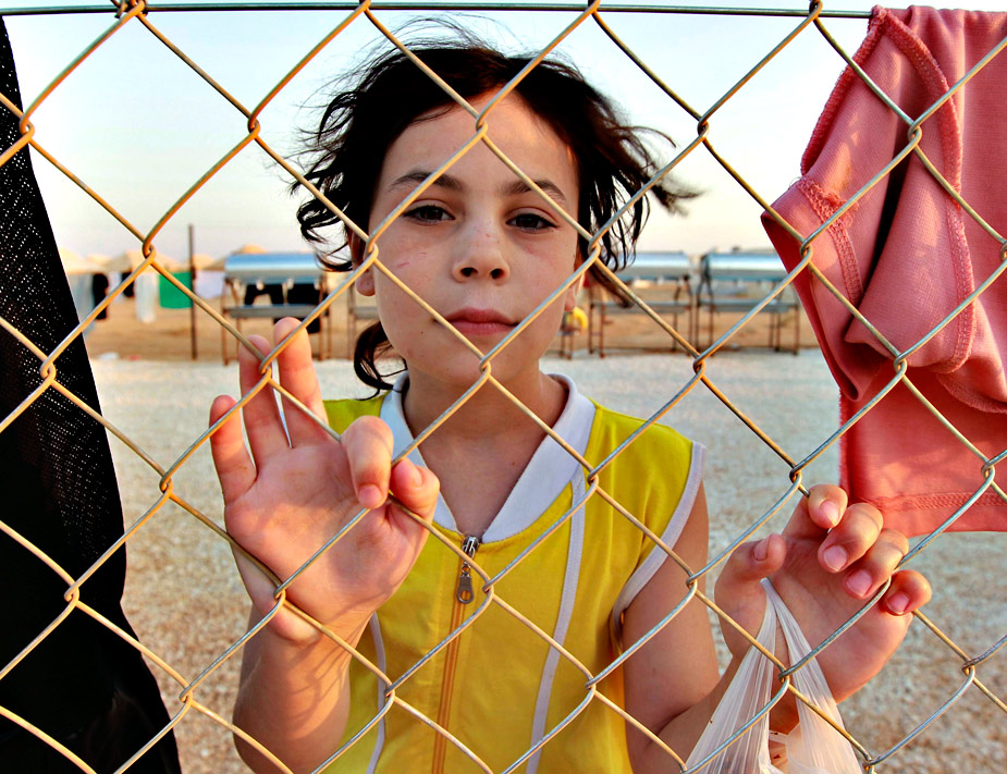 Una niña siria posa en el campamento de refugiados de Al Zaatri en la ciudad jordana de Mafraq, cerca de la frontera con Siria. Jordania ha abierto un campamento con 2.000 tiendas de campaña para refugiados sirios. ERS / Mohamed Hamed