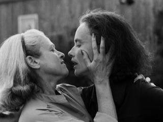Ver vídeo  'La Noche Temática - Edie & Thea: Un largo compromiso'