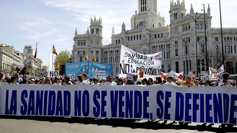 Nueva 'marea blanca' en Madrid para paralizar la externalización