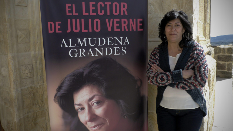 Almudena Grandes presenta su &uacute;ltima novela, &quot;El lector de Julio Verne&quot;