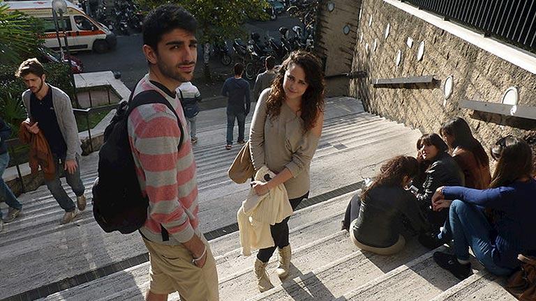 La CE asegura que los fondos europeos para becas Erasmus en España aumentarán