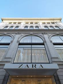 Fachada de la nueva tienda que Zara ha abierto en Roma y que se ubica en el Palazzo Bocconi