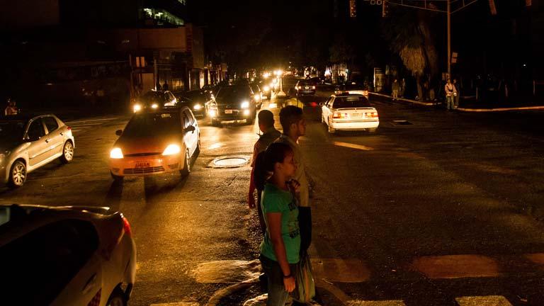 Venezuela sufre un nuevo apagón que deja sin luz a la capital y a diez estados