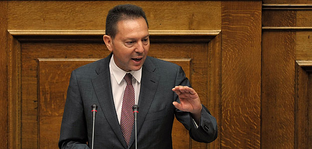 El nuevo ministro de Finanzas griego, Yannis Sturnaras, rechaza hacer nuevos recortes y ha pedido apostar por las privatizaciones.