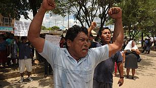 Ver vídeo  'Nuevos enfrentamientos entre mineros ilegales y las fuerzas de seguridad en Perú'
