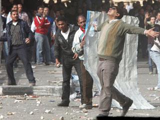 Ver vídeo  'Nuevos enfrentamientos entre partidarios y detractores de Mubarak'