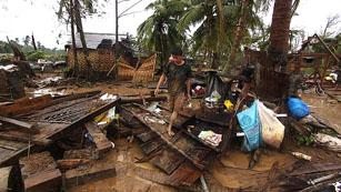 Ver vídeo  'El número de víctimas mortales por el paso del tifón 'Bopha' en Filipinas se eleva a 115'