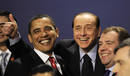 Obama bromea con el primer ministro italiano, Silvio Berlusconi, mientras posaban para la foto de familia de la cumbre del G-20
