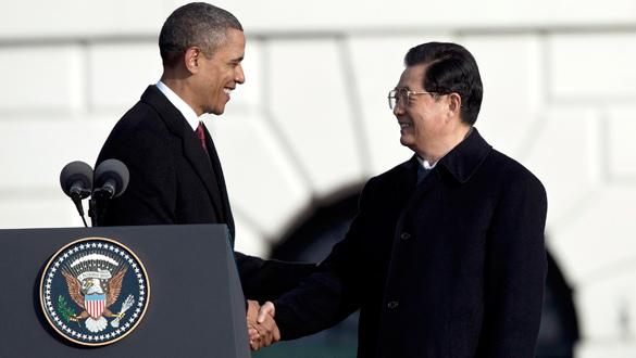 Obama saluda a Hu tras su discurso de bienvenida en la Casa Blanca.