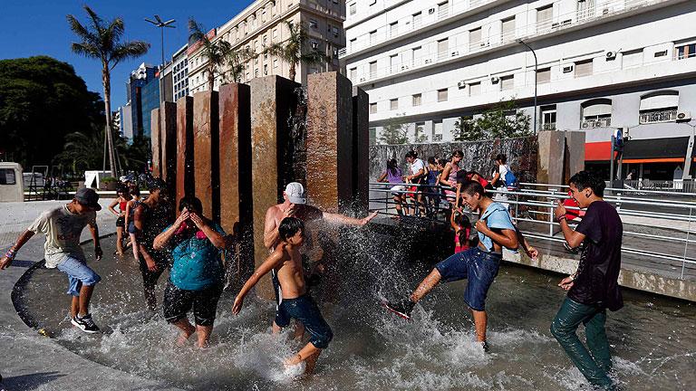 Cientos de personas atendidas en Argentina por los efectos de la ola de calor