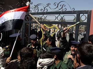 Ver v?deo  'La ola de protestas en el mundo árabe se cobra la vida de al menos siete personas'