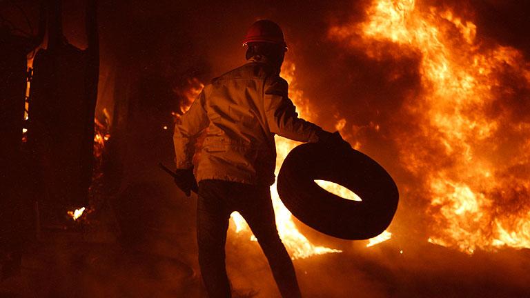 """La oposición ucraniana amenaza con """"pasar al ataque"""" tras una jornada de violentos disturbios"""