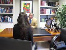 Una paciente con drunkorexia asiste a la consulta con el doctor Adelardo Caballero