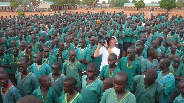 En el país más joven del mundo, Sudán del Sur, miles de niños son escolarizados gracias al empeño de un misionero español.