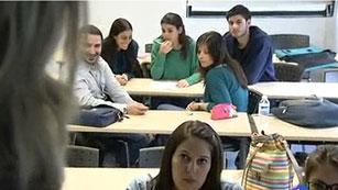 Ver vídeo  'El País Vasco mantiene las tasas universitarias y Cataluña condiciona el aumento a más becas'