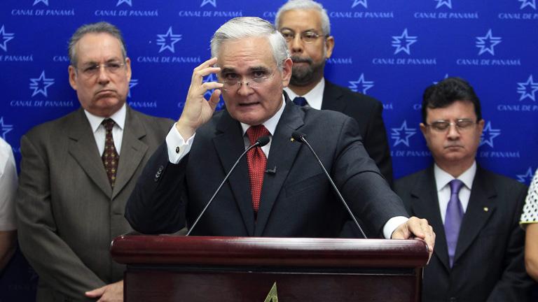 Panamá dice que se han parado las obras del Canal y exige que se reanuden; Sacyr lo niega