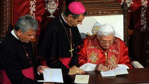 Ver vídeo  'Papa Benedicto XVI pide la paz en Oriente Medio en su primera visita a Líbano'