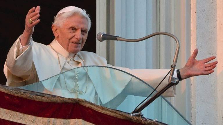 """El papa da las gracias """"de corazón"""" antes de retirarse en Castelgandolfo"""