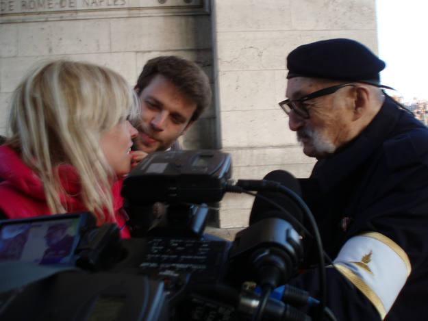 En París, este hombre nos habló del homenaje por los que lucharon en la 2ª guerra mundial - Buscamundos