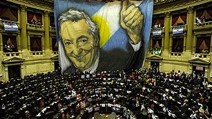 Ver vídeo  'El parlamento argentino respalda la expropiación de YPF a Repsol'