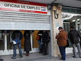 Ver vídeo  'El paro marca un récord histórico en España con 5,27 millones de desempleados'