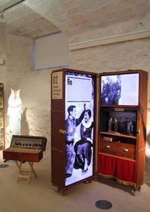 Parte de los baúles de la exposición