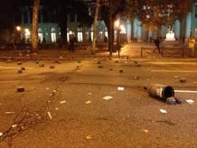 Parte de los destrozos tras la manifestación frente al Congreso del 14N