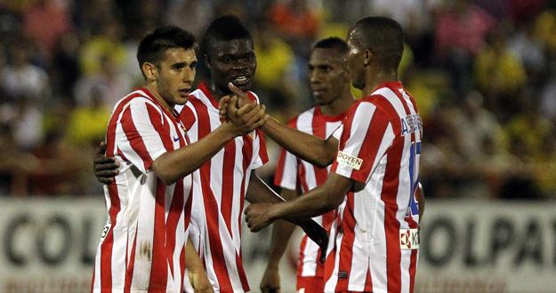 Salvio celebra uno de sus goles ante el Huila