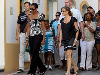 Ver v?deo  'Con un paseo y una cena en un restaurante típico andaluz, asi acabó ayer el día Michelle Obama'