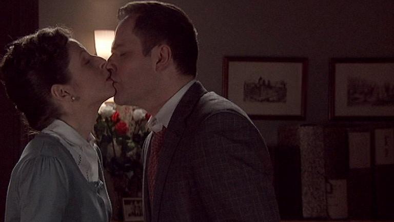 Amar - Momento de pasión y desenfreno entre Olavide y Aurelia